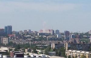 В Донецке слышны взрывы и выстрелы, идет артобстрел. Население эвакуируют