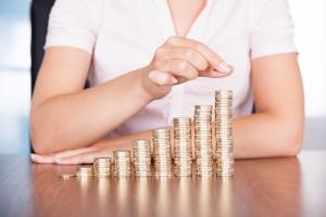 Стало известно, когда в Украине повысят зарплаты и пенсии