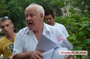 «Есть два суда: один - Божий, другой - народный»: как Романчук жителей домов по ул. Генерала Карпенко от Чайки защитил