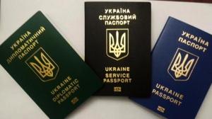 Климкин продемонстрировал новые биометрические паспорта