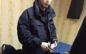 В Киеве патрульный полицейский присвоил себе $17 тыс. во время осмотра автомобиля