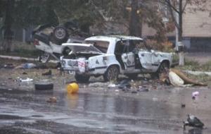 В Шостке взорвали два автомобиля и обстреляли военкомат