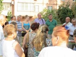В Николаеве перед созданием ОСМД жители требуют от городской власти отремонтировать жилой дом