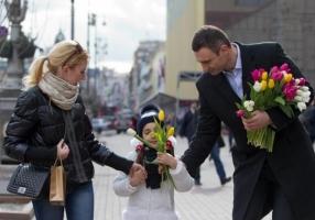 Кличко вышел на Крещатик и понадавал всем… тюльпанов