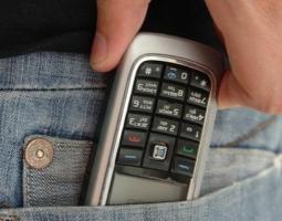 В Николаеве 14-летний парень украл мобильный телефон у своей одноклассницы и, проникшись промыслом, пошел воровать в другую школу