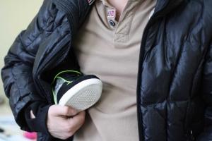 В Николаеве продавец обуви поймала вора, закрыв его в магазине