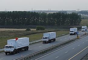 70 грузовиков с «гуманитаркой» прошли пограничный контроль и начали движение по украинской территории
