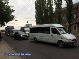 В Николаеве из-за двойного ДТП на Варваровском мосту образовалась пробка