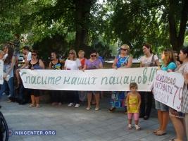 В Николаеве родственники десантников снова проводят акции протеста и обращаются к президенту