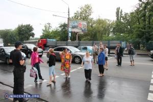 Жители мкр. Соляные перекрыли проспект, протестуя против строительства АЗС (ФОТО, ВИДЕО)