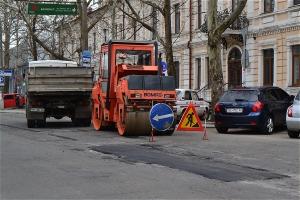 Дожились: в Николаеве задержали журналиста интернет-издания за то, что он снимал ремонт дорог перед приездом Януковича