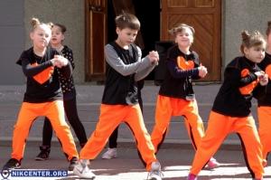 В Херсоне прошел экологический танцевальный флэш-моб: ФОТОРЕПОРТАЖ