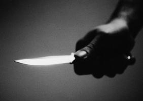 В Первомайске неизвестный, отбирая у местной жительницы сумку, нанес ей смертельное ножевое ранение