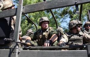 На Луганщине обстреляли машину военных