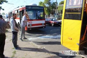 В Николаеве троллейбус врезался в маршрутку: есть пострадавшие