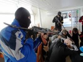 Во Львове неизвестные захватили заложников и требуют Садового