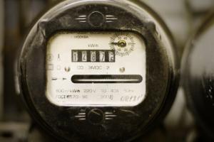Тарифы на свет поднимут до рыночного уровня – Яценюк