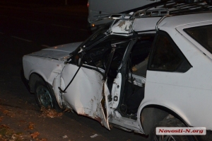 В Николаеве «Москвич» вылетел с проезжей части и врезался в дерево