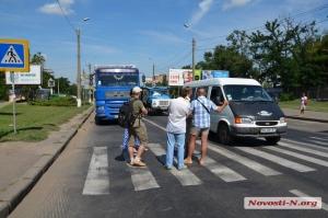 В Николаеве активисты перекрыли Варваровский мост, блокируя въезд грузовиков  в город
