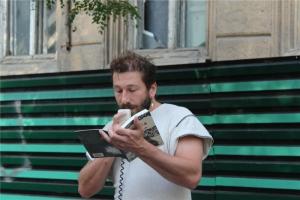 Мультимиллионер из России провел перформанс в защиту дома Гоголя в Одессе