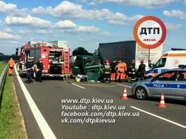 В Польше под Люблином украинский микроавтобус столкнулся с украинской фурой – 5 человек погибло (ФОТО)