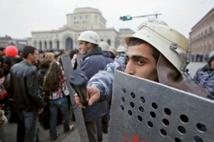 Полиция разогнала митинг в Ереване: десятки человек задержаны