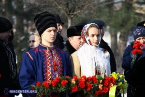 В Николаеве в День Соборности Украины возложили цветы к памятнику Тарасу Шевченко