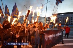 Херсонцы в память о Небесной сотне провели молебен и факельное шествие