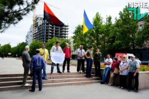 В Николаеве горожане вышли на акцию в поддержку батальона «Торнадо»