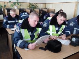 В Николаеве правоохранители сдают экзамены на знание Правил дорожного движения