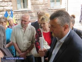 Недовольные работой ЖЭКов николаевцы устроили пикет возле горсовета