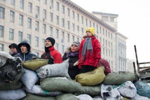 Майдан мирный, но готовый к войне. Фоторепортаж