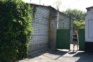 В центре Николаева правоохранители «накрыли» точку по продаже самогона