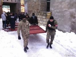 Одесситы вместе с Правым сектором начали разбирать незаконную стройку