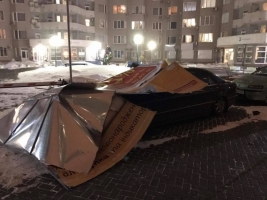 В Одессе бигборд упал на «Мерседес»