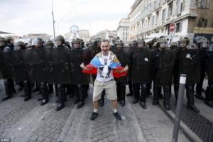 В Марселе подрались футбольные болельщики России и Англии