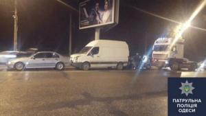 В Одессе пьяный водитель грузовика разбил 3 автомобиля
