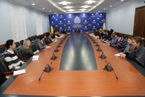 На Херсонщине власти и общественники обсудили, как будут помогать переселенцам