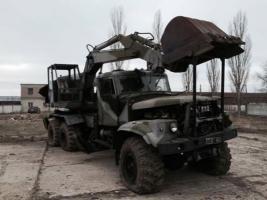 Николаевские волонтеры отремонтируют для военных экскаватор-вездеход