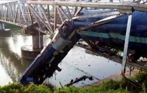 В Индии два поезда сошли с рельсов: 12 человек погибли, 25 – получили ранения