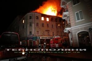 В исторической части Тернополя пожарные несколько часов не могли справиться с огнем