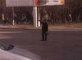 Одессит вышел на дорогу и знаками регулировщика