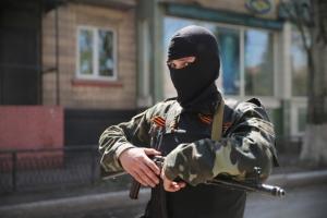 В Донецке боевики завернули женщину в украинский флаг,  привязали к столбу и жестоко поиздевались