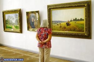 В Херсонском художественном музее в День флага открылись сразу три выставки. ФОТОРЕПОРТАЖ