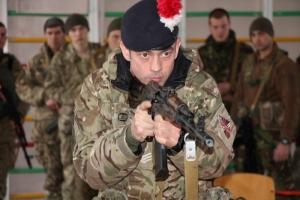 Британские инструкторы обучают николаевских морпехов лидерству