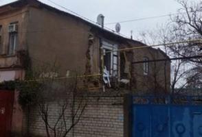Из-за непогоды в Херсоне обрушилась стена жилого дома