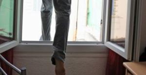 На Николаевщине после попытки самоубийства полицейский выбросился из окна реанимации