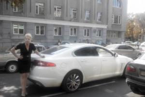 Одесский евромайдановец на бронемашине и учительница на иномарке не поделили дорогу