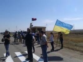 В столкновении с участниками блокады Крыма пострадали двое полицейских