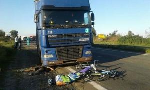 В Киевской области фура сбила группу велосипедистов, один ребенок погиб